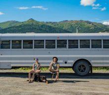 Stel maakt van oude schoolbus ultiem droomhuis voor de reiziger