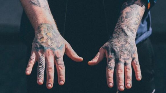 """Tattoo inspiratie: Keith """"Bang Bang"""" McCrudy is de koning van het detail"""