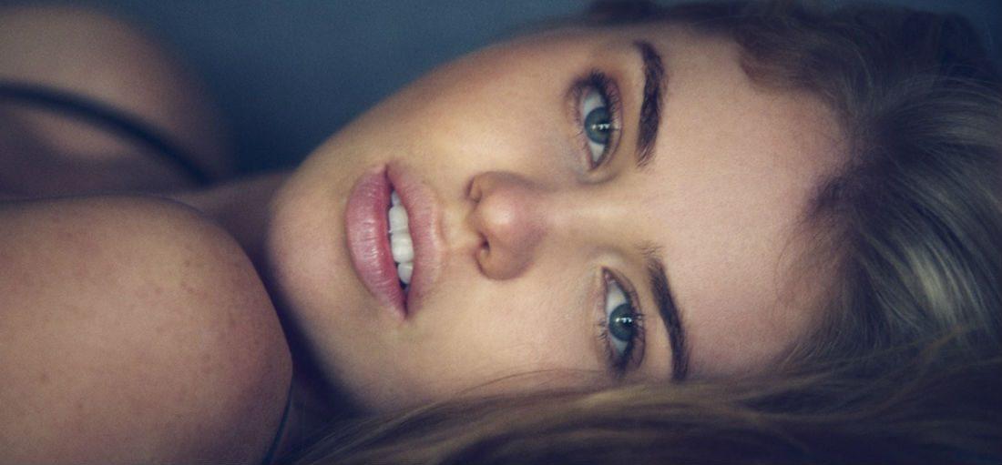 Kayslee Collins: volle lippen, ronde borsten en een betoverende blik