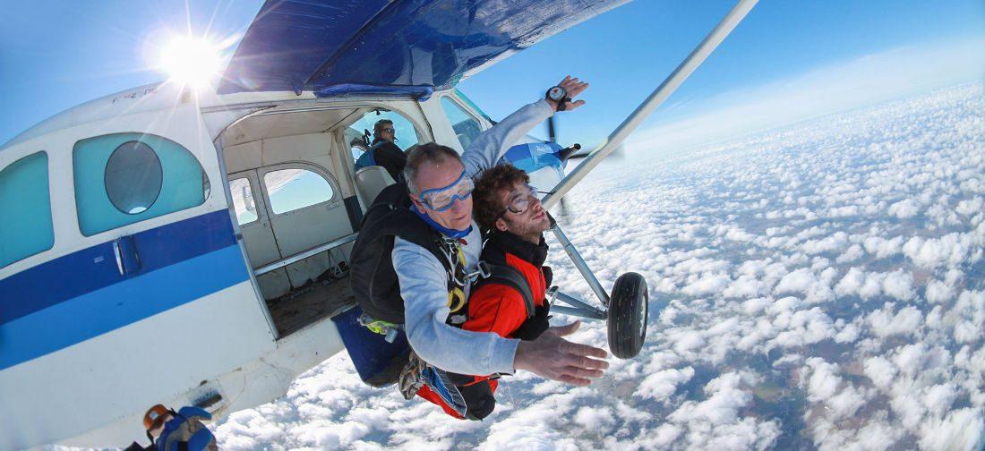De 3 mooiste plekken om in Nederland te parachutespringen