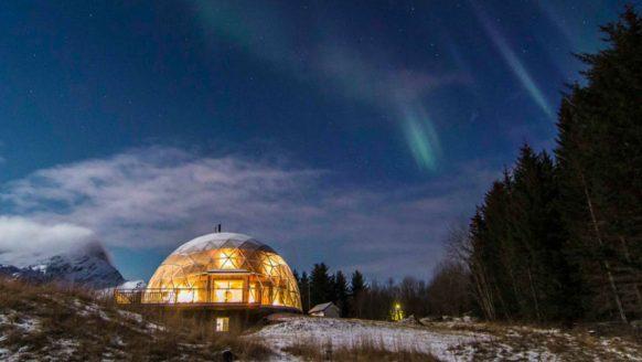 De Noorse familie Hjertefølger leeft in een zelfgemaakte iglo in de poolcirkel