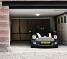 Lil' Kleine koopt op 22 jarige leeftijd een stijlvolle woning in Amsterdam