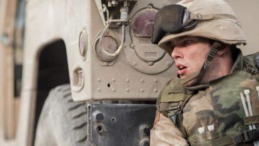 Trailer: de Netflix Original Sand Castle is een keiharde oorlogsthriller