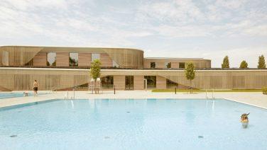 In Amsterdam ligt officieel het mooiste publieke zwembad ter wereld