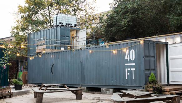 Dude bouwt bierbrouwerij van zeecontainers