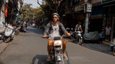 Twee broers reizen met een motor door Vietnam
