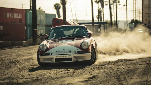 Video: rokende banden met de Porsche 911 Marlboro