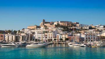 De 9 tofste huizen op Ibiza om te huren met je vrienden