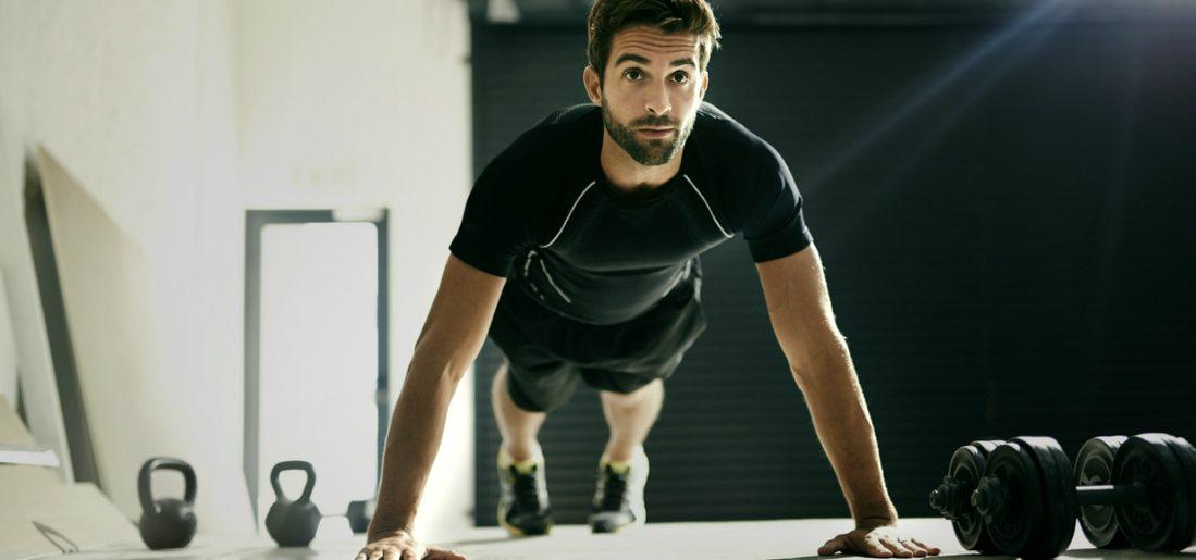 Met de plank to push-up train je met één oefening al je spiergroepen