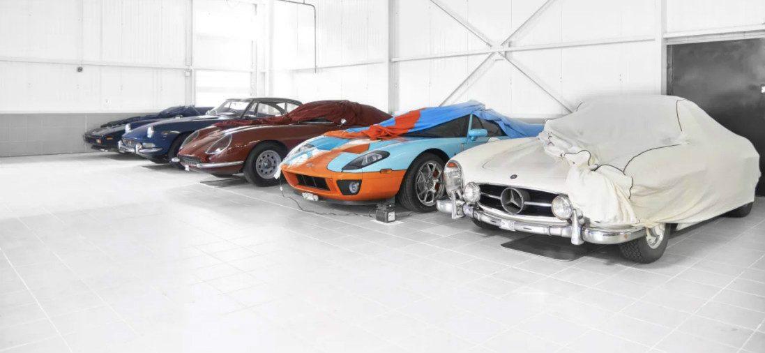 Binnenkijken: dit is de meest stijlvolle garage tot nu toe