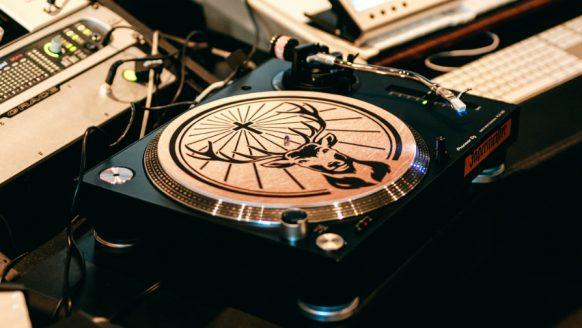 Jägermeister brengt een ode aan muziek en vinyl