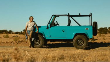Land Rover Defender omgetoverd tot de ultieme beach runner