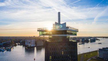 Nederlands tassenmerk Laauw geeft een feest op de bruutste locatie van Amsterdam