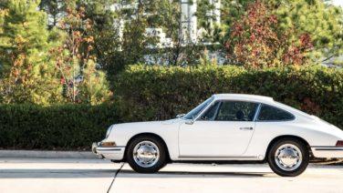Deze maagdelijk witte Porsche 911 uit 1966 gaat onder de hamer