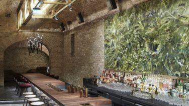 Deze cocktailbar ligt 12 meter onder de grond