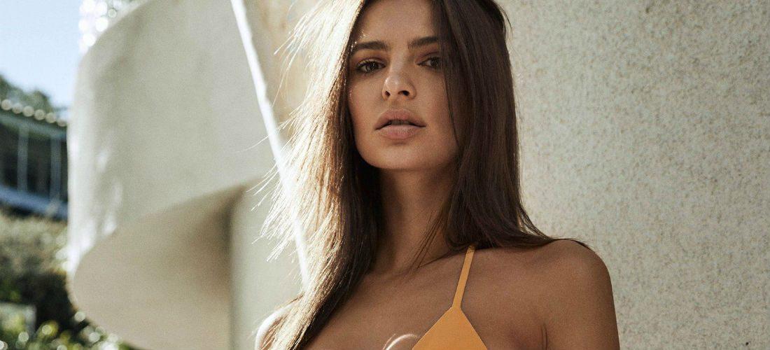 Emily Ratajkowski voelt zich fijn in vintage bikini's