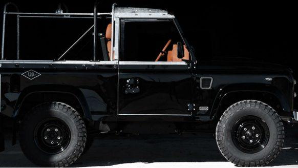 Ruw en stijlvol: custom all-black Land Rover Defender