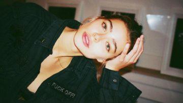 Gina Vaia is classy en heeft een vintage look