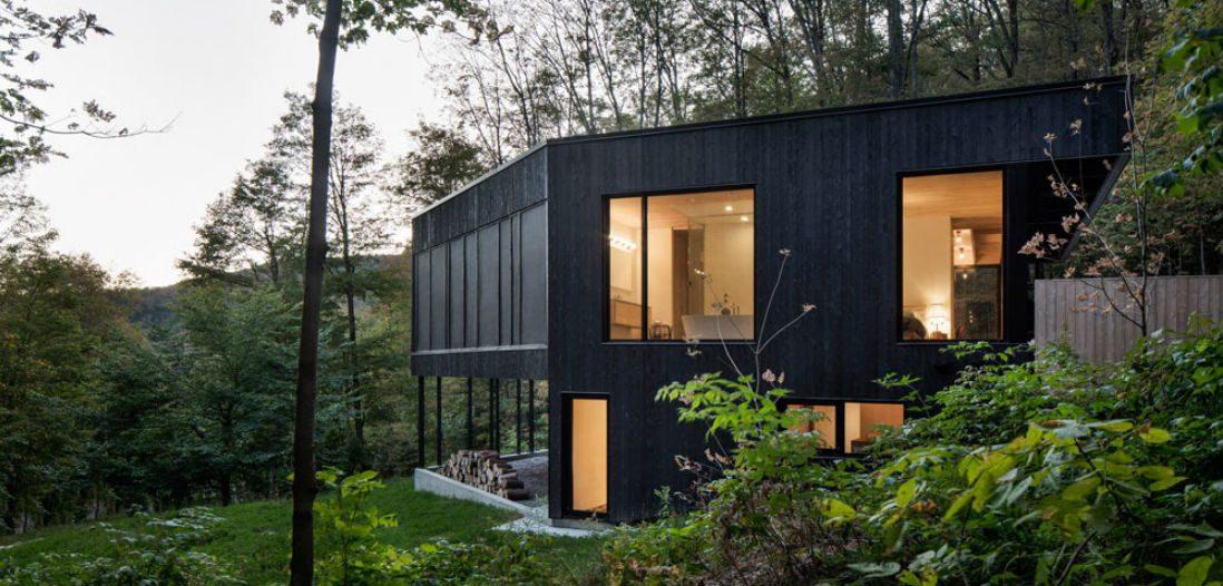 Na het zien van deze droomwoning willen we allemaal in het bos wonen