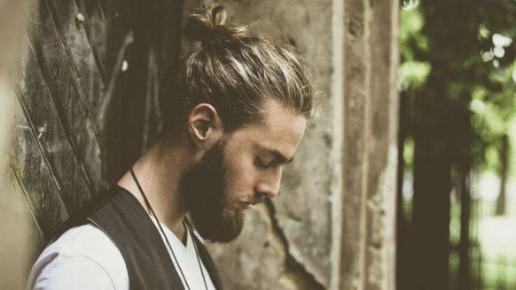 De beste haarstijlen voor mannen met halflang haar