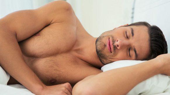 Waarom naakt slapen goed voor je is