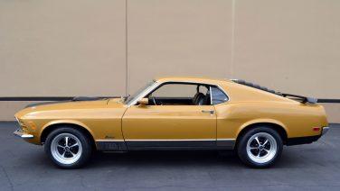 Deze mosterd gele Ford Mustang Mach 1 is een zeldzame muscle car