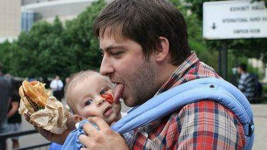 Uit onderzoek blijkt: vaderschap maakt mannen zwaarder