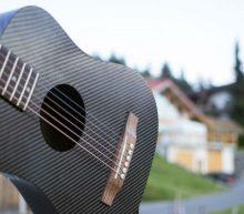 Deze gitaar is dé reisgadget voor muziekliefhebbers