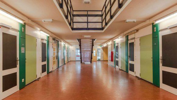Studenten kunnen nu voor slechts €250 per maand in de Bijlmerbajes wonen