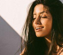 De exotische Daniela Guerreiro heeft een betoverend zwoele blik