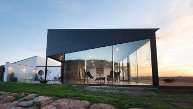 Dit huis biedt vanuit elke hoek een prachtig uitzicht op de Australische wildernis