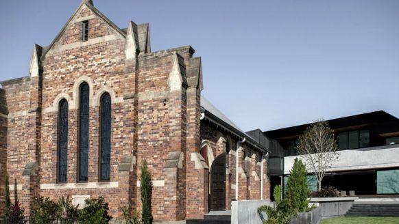 Deze kerk is omgetoverd tot één van de stijlvolste mancaves ooit