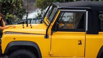 Verken de wereld met deze Land Rover Defender en twee reislustige vrouwen