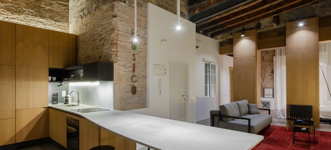 Dit verlaten appartement in Valencia is omgetoverd tot prachtige leefruimte