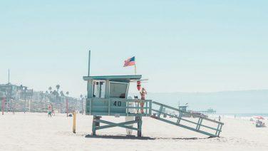 Fotoserie: Manhatten Beach op minimalistische wijze vastgelegd