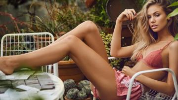 Start je weekend fijn met de prachtige Scarlett Leithold