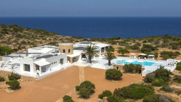 Dit privé eiland bij Ibiza is de ultieme vakantiebestemming