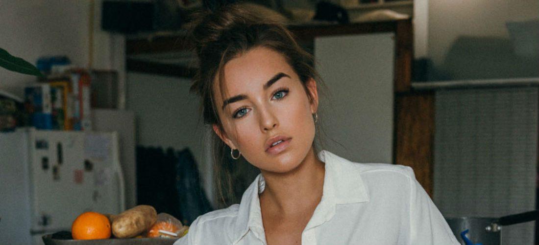 Taylor Bryant betovert jou met haar azuurblauwe ogen