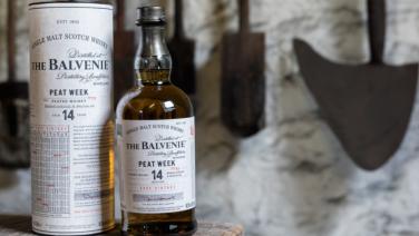 Proef de meest exclusieve whisky, omringd door de mooiste bolides