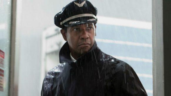 Op Schiphol werd vanochtend een dronken piloot uit zijn vliegtuig gehaald