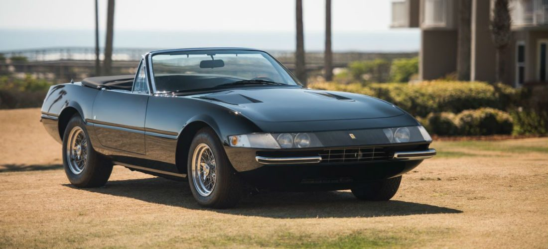 Deze antraciete Ferrari 365 Daytona Spider is een ware eyecatcher