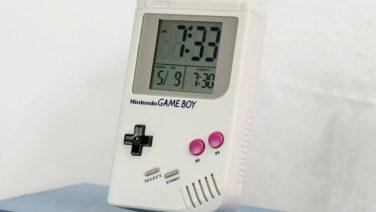 Deze Game Boy wekker maakt wakker worden wat minder erg