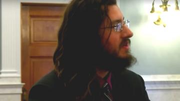 Zoon van 30 vertikt het om zijn ouderlijk huis te verlaten en belandt voor de rechter