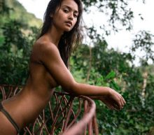 De exotische Carys Schulze schittert op het wonderbaarlijke eiland Koh Tao