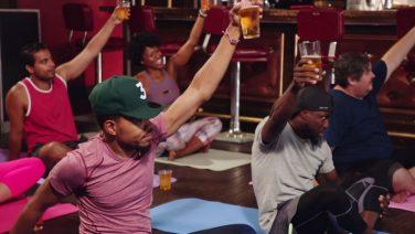 Bier-yoga: dé sport voor jou en je vriendengroep
