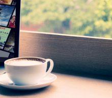 Eén op de vier Netflixers kijkt stiekem series tijdens werkuren