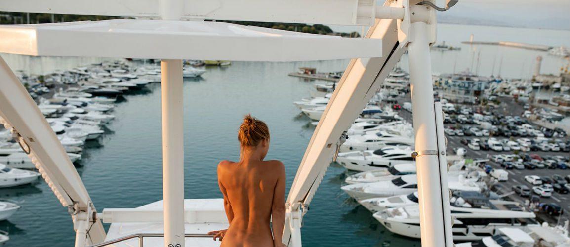 Marisa Papen duikt weer naakt op! Maar nu in Saint-Tropez (NSFW).