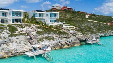 Ontsnap aan de herfst met deze ultieme strandvilla op de Caicoseilanden