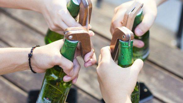 Deze opener stuurt een bericht naar je vrienden wanneer jij een biertje opent