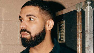 Drake showt zijn bizarre, erotische horloge van 750.000 dollar